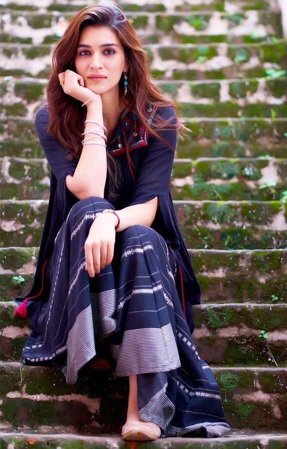 Kriti Sanon : Movies, Biography, Images, News and Instagram