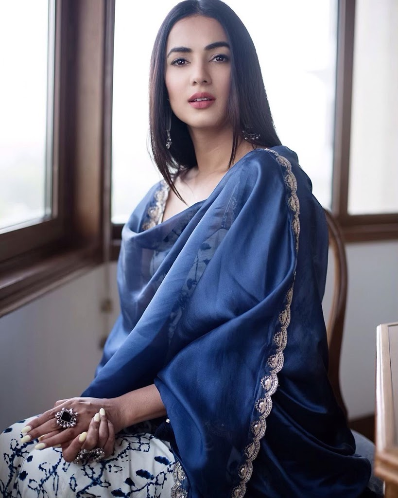 sonal chauhan images
