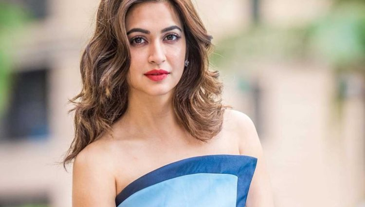 Authentic Looks of Kriti Kharbanda