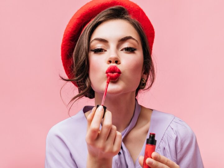 How to Apply Lipstick?